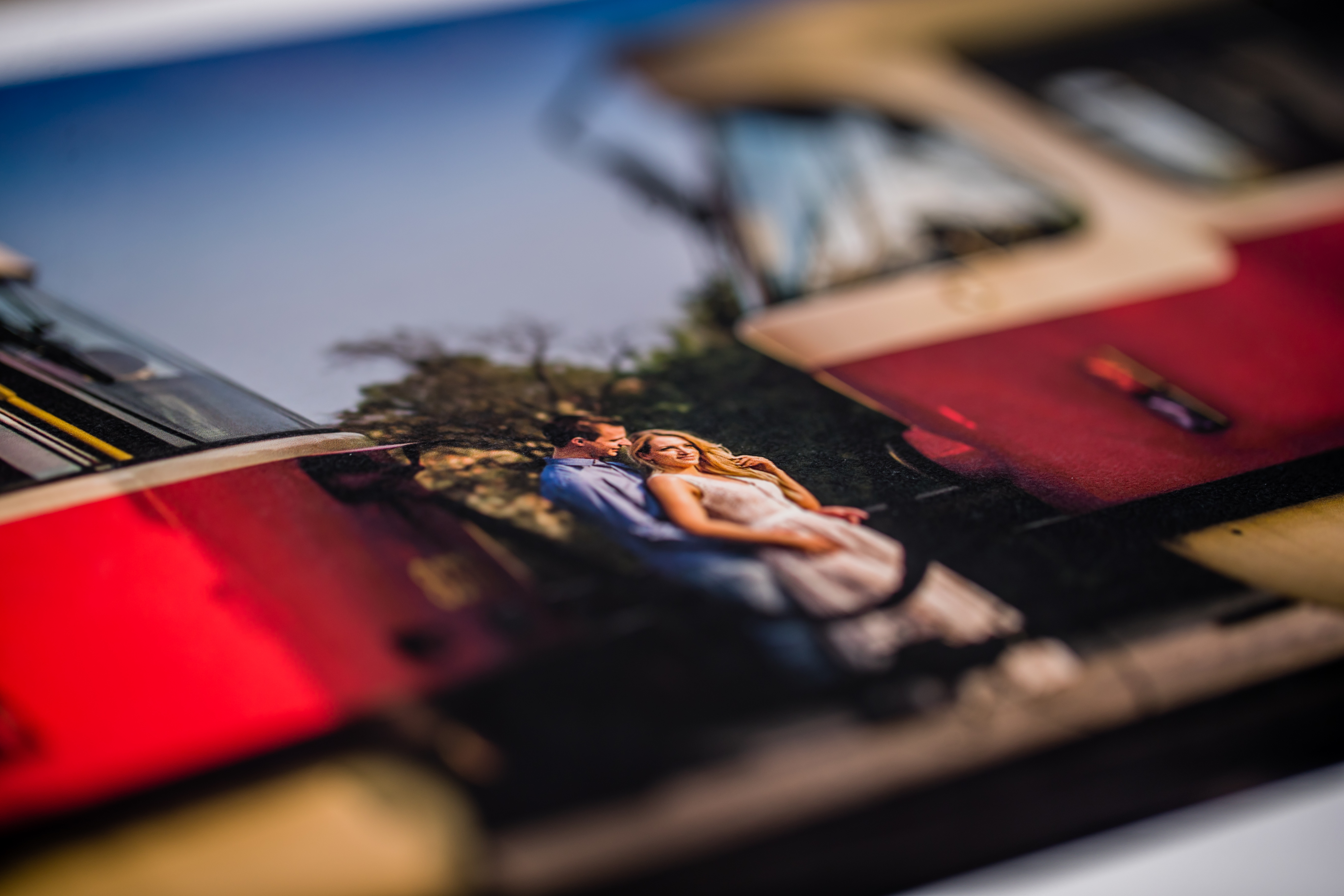 Papier w albumach finartowych jest matowy, lecz bardzo dobrze odwzorowuje kolory i szczegóły obrazu.