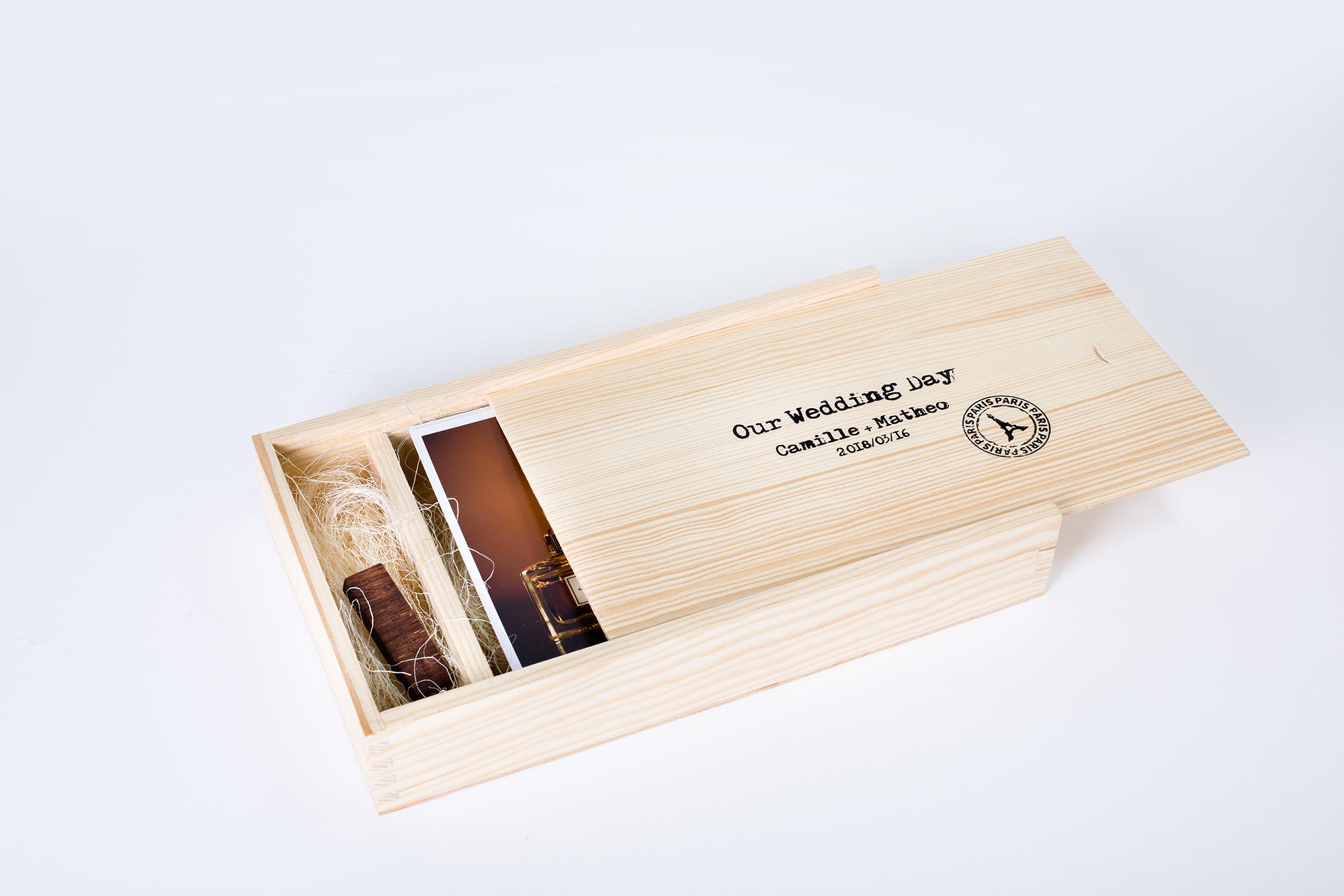 Do pudełka można zamówić pendrive a także wypełnienie wnętrza siankiem